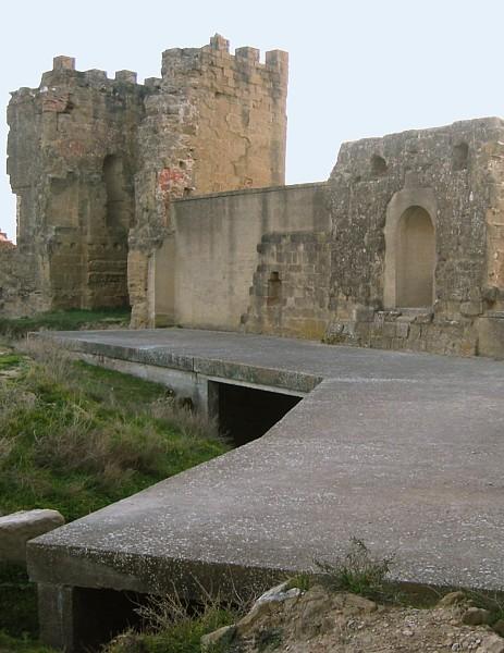 Muralla y torreón