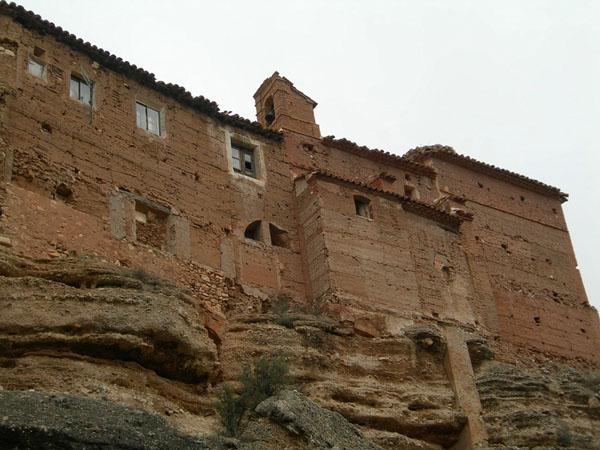 Iglesia y edificaciones adosadas