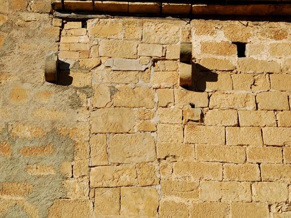 Línea de recrecimiento en la fachada sur