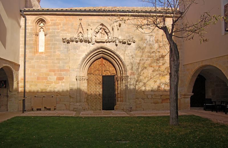 Portada de la ermita medieval