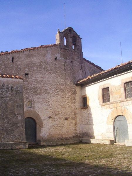 Fachada de la ermita y hospedería