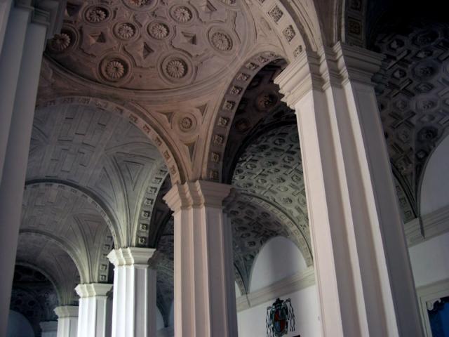 Claustro. Pilares y bóvedas