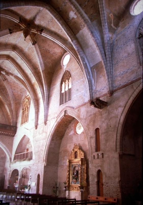Vista interior del lateral del evangelio