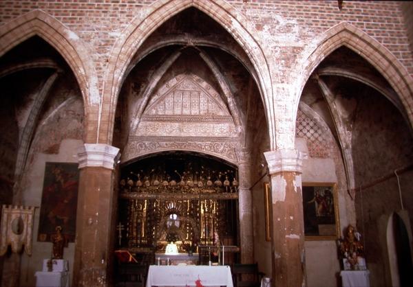 Vista de las capillas que integran el testero