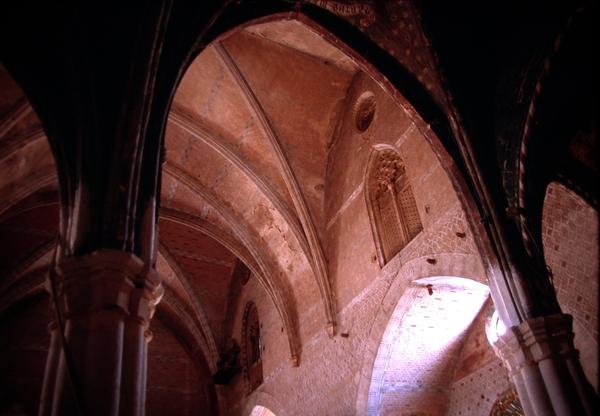 Vista interior desde las capillas del presbiterio