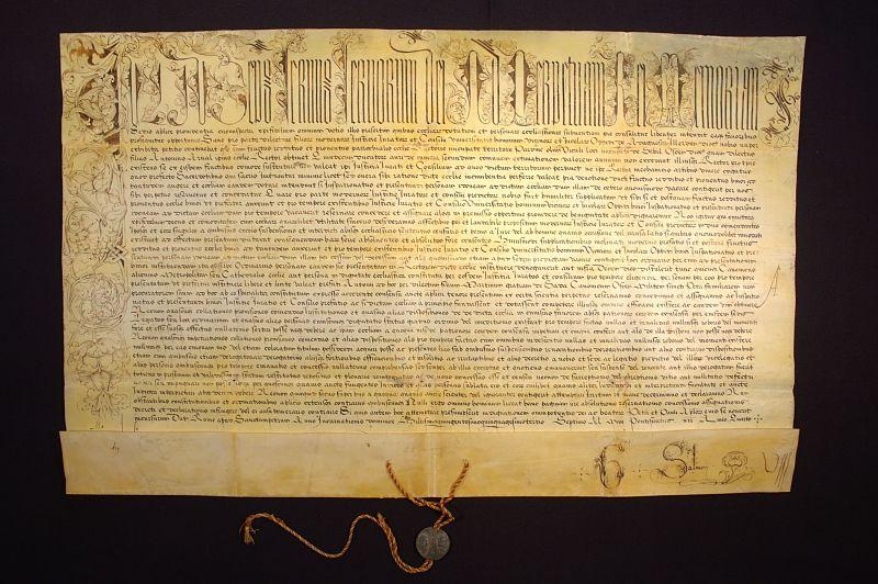 Bula del papa Julio III por la que se concede a Adahuesca el patronato sobre la rectoría de Sevil (1553). Archivo Municipal de Adahuesca