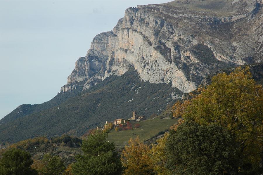 El monasterio de San Victorián, a los pies de la Peña Montañesa