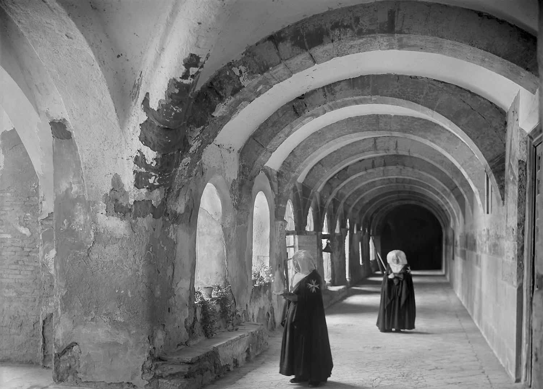 Interior del claustro. Ricardo Compairé Escartín. 1920-1936. Fototeca de la Diputación de Huesca