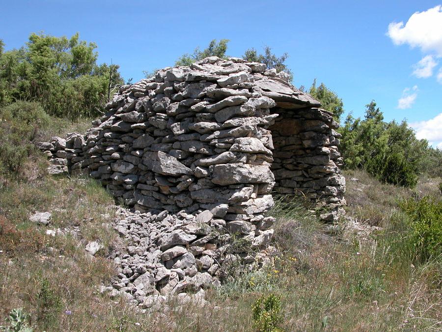 Refugio de pastor construido en piedra seca. Lecina