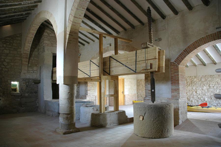 Interior de la almazara de Cinco Olivas, fruto de la reforma del arquitecto Ambrosio Lanzaco en 1815