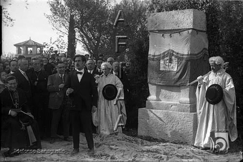 Inauguración del monumento a Lucas Mallada. Ildefonso Sanagustín. 1925. Fototeca de la Diputación de Huesca