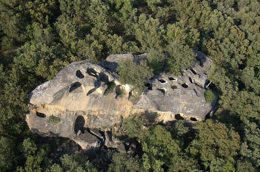 Piedra de los Moros en Ayera. Foto: Eugenio Monesma