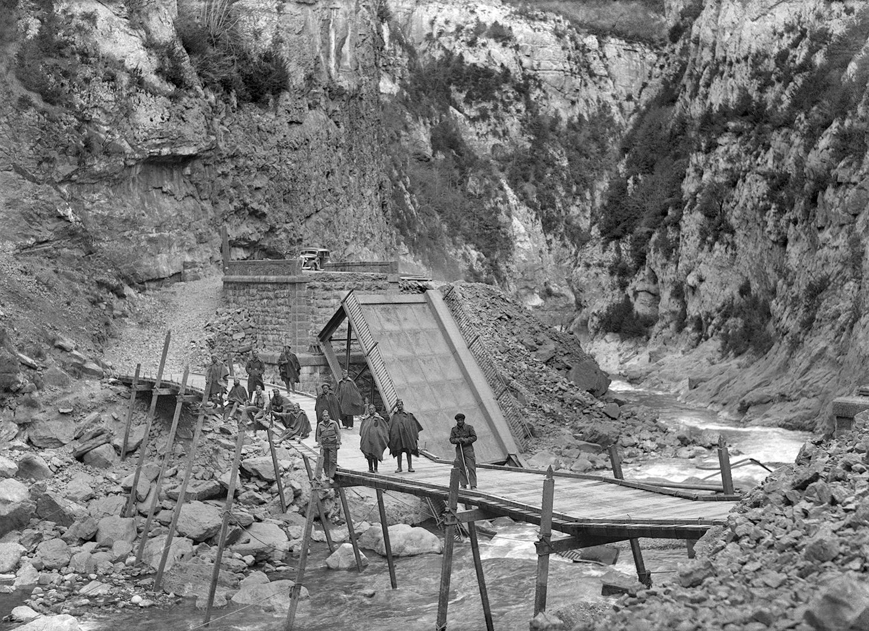 Puentes sobre el río Ésera en el congosto de Ventamillo (1939). Foto: José Oltra. Fototeca de la Diputación de Huesca