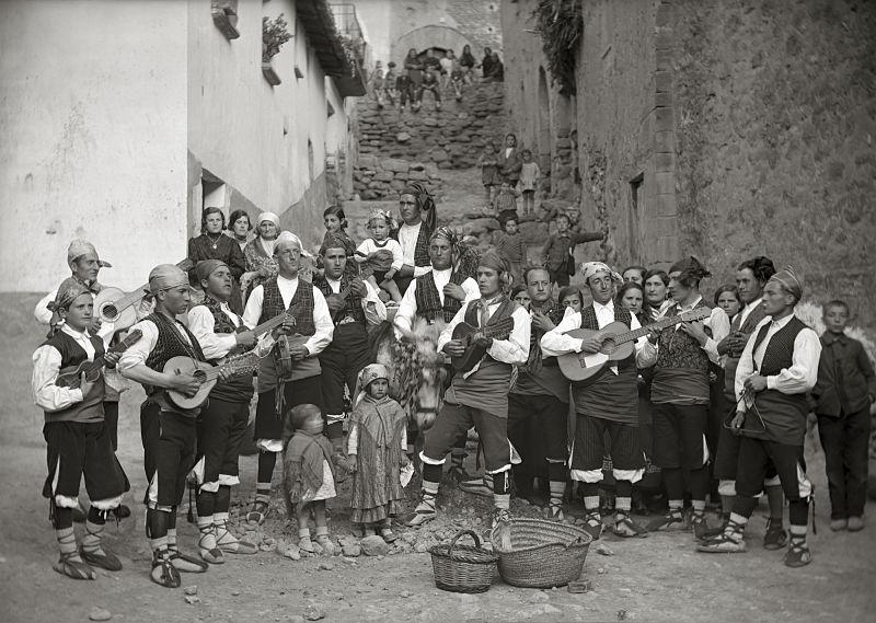 Grupo de joteros. Ricardo Compairé. Fototeca de la Diputación de Huesca