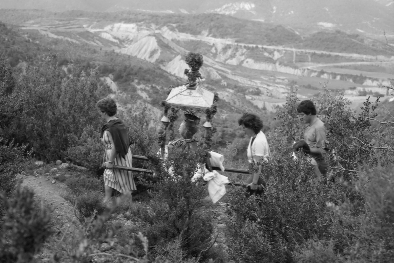 Subida al puerto con la reliquia de Santa Orosia (1984). E. Satué. Fototeca de la Diputación de Huesca