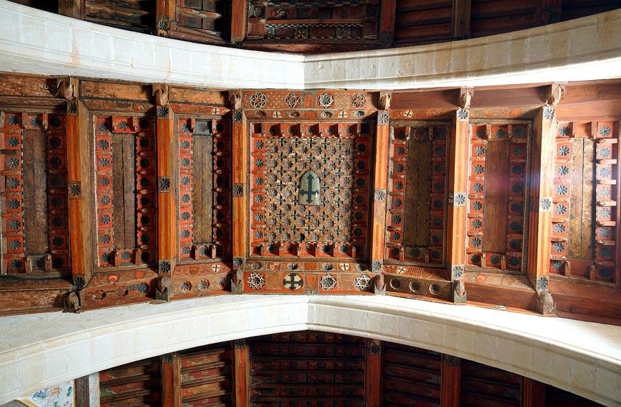 Cruces de Calatrava en la techumbre mudéjar de la Virgen de la Fuente. Peñarroya de Tastavins