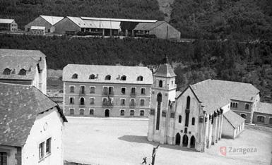 Vista de Canfranc Pueblo y estación. Gerardo Sancho Ramos. 1940-1950. Archivo del Ayuntamiento de Zaragoza.