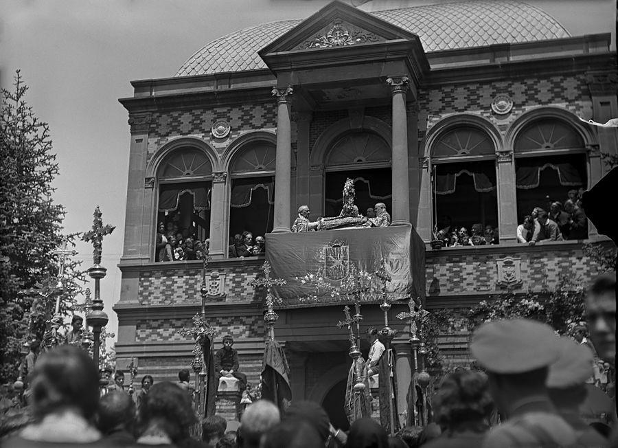 Rituales en el desaparecido templete de Santa Orosia en Jaca (hacia 1930). R. Compairé. Fototeca de la Diputación Provincial de Huesca