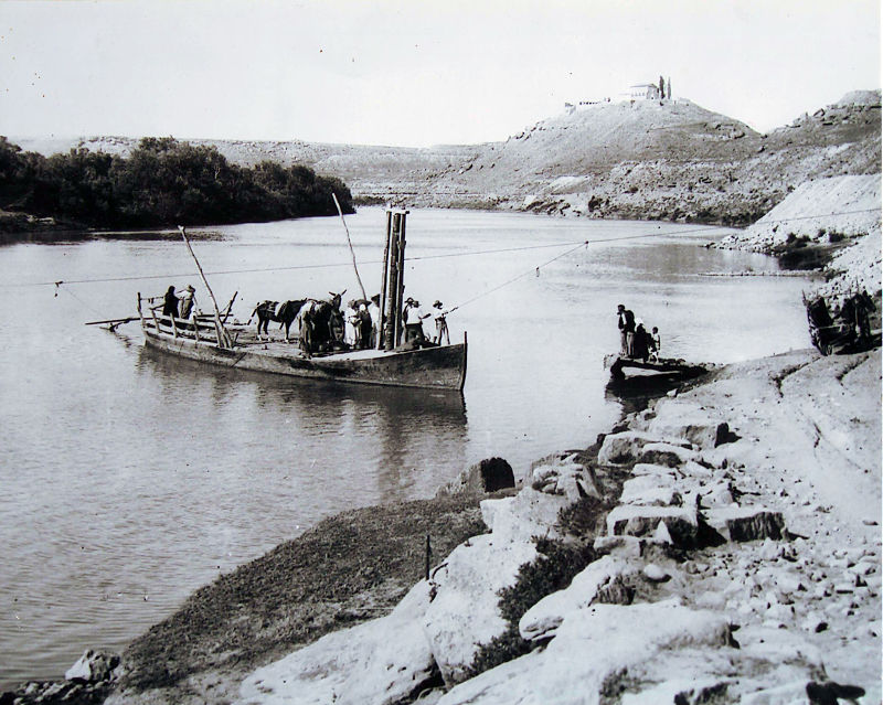 Barca de paso de la Partilla (hacia 1920). Centro de Documentación Digital. Comarca de la Ribera Baja del Ebro