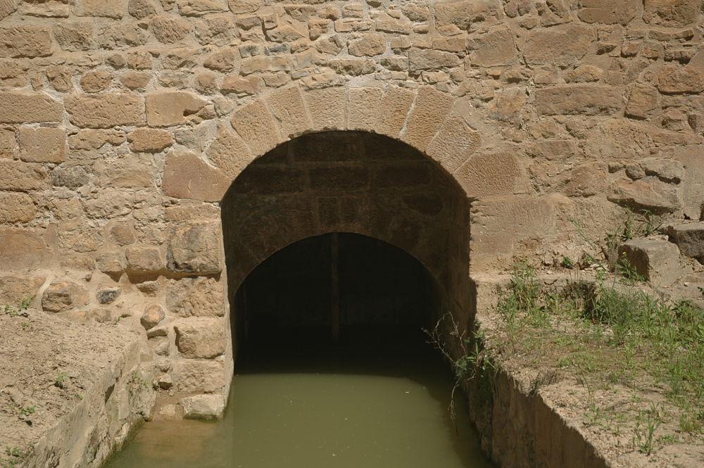 Un lugar ideal para plantar las redes: la desembocadura del canal del molino. Monasterio de Rueda