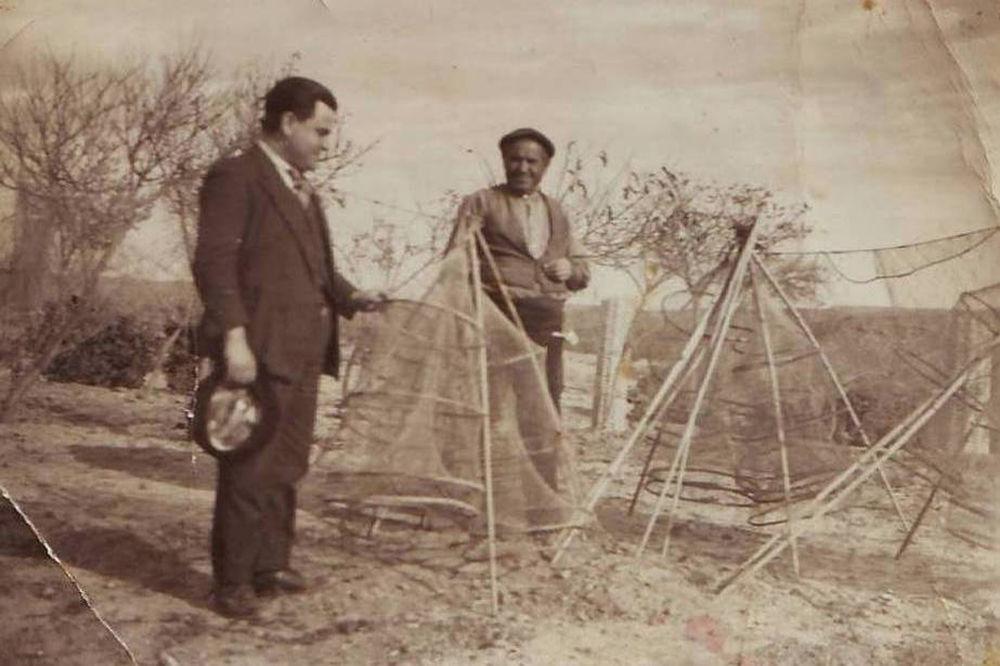 Pescadores con sus aparejos en Escatrón (1945). Centro de Documentación Digital. Comarca de la Ribera Baja del Ebro