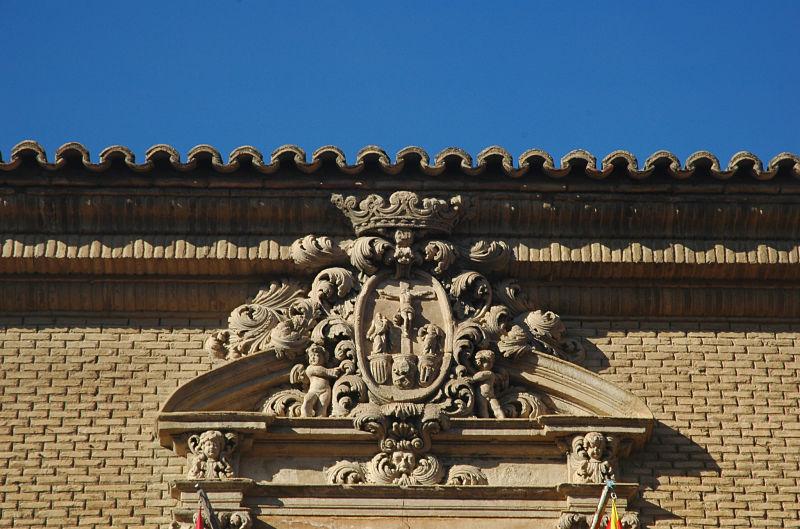 Escudo de la antigua Universidad Sertoriana de Huesca