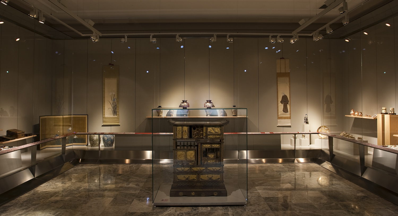 El arte japones del período Meiji. Vista general de la sala