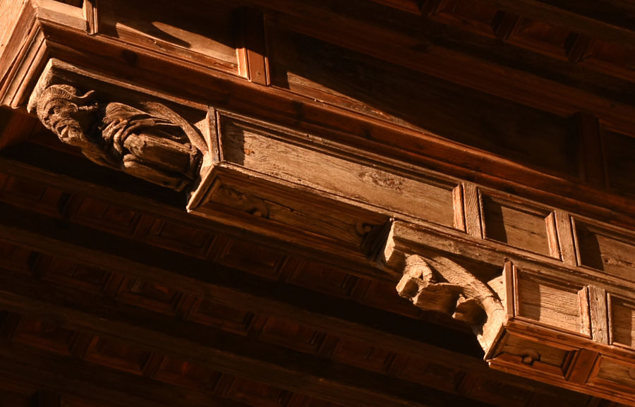 Detalle del alero de la catedral de Huesca, una posible obra mudéjar del siglo XV