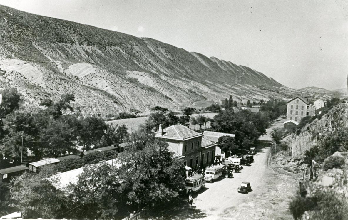Estación de Sabiñánigo. Foto: De las Heras (1935). Archivo de Amigos de Serrablo