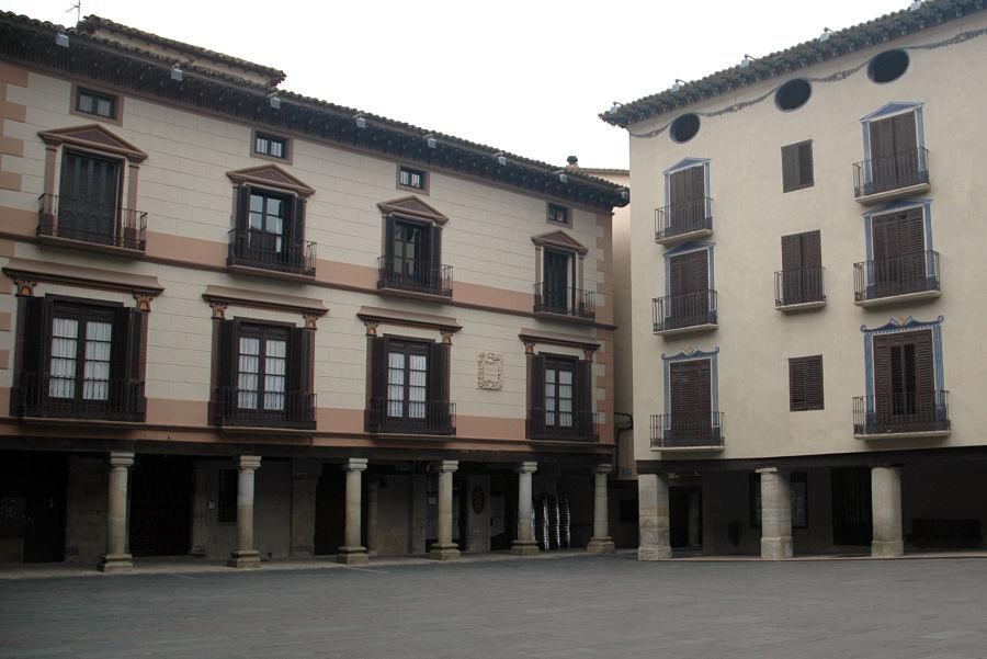Palacio neoclásico de los Bardají en la plaza Mayor de Graus