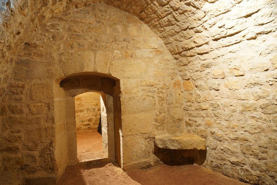 Calabozo restaurado en la cárcel de Monroyo. Foto: Comarca del Matarraña