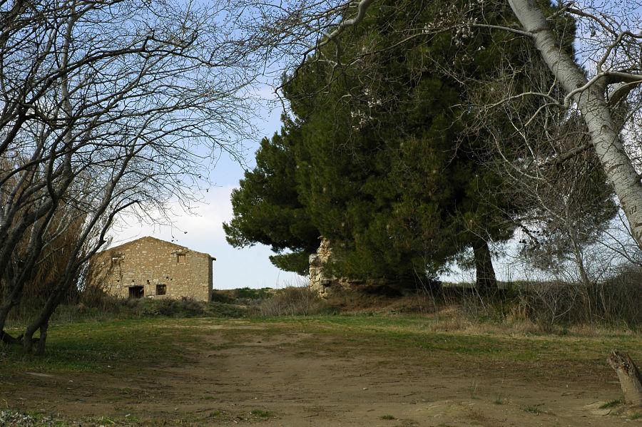 La casa del barquero, a la orilla del Ebro, en Cinco Olivas