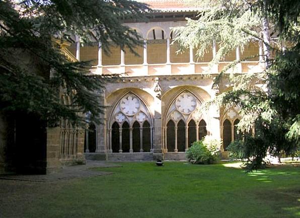 El claustro medieval de Veruela, recrecido en el siglo XVI. Foto Sara Gimeno