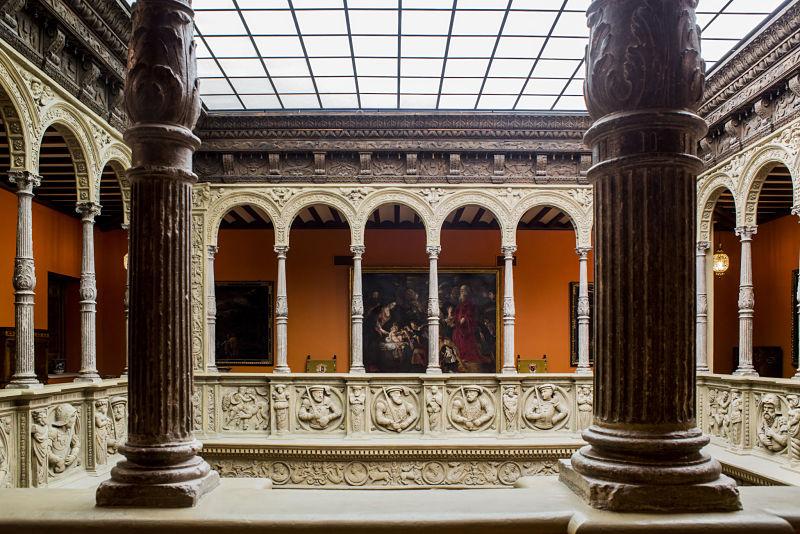 Emperadores y enamorados: el piso superior del patio de la Infanta. Foto: Ibercaja. Obra Social