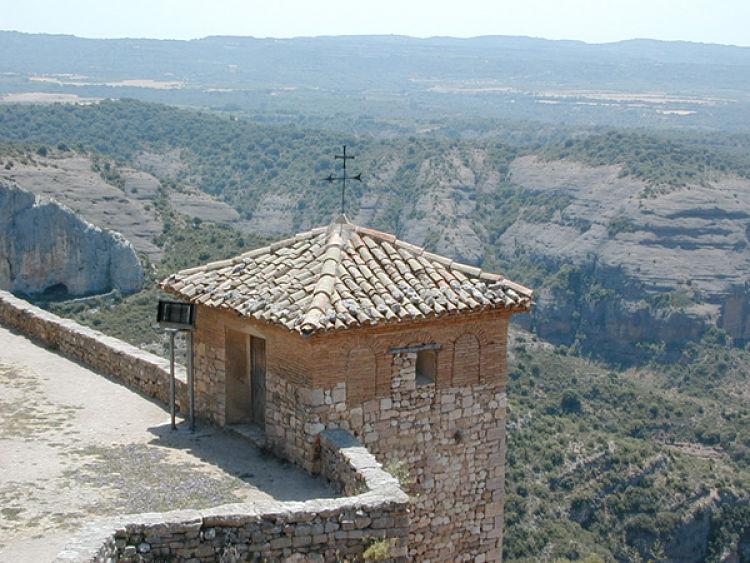 Esconjuradero sobre un torreón del castillo de Alquézar