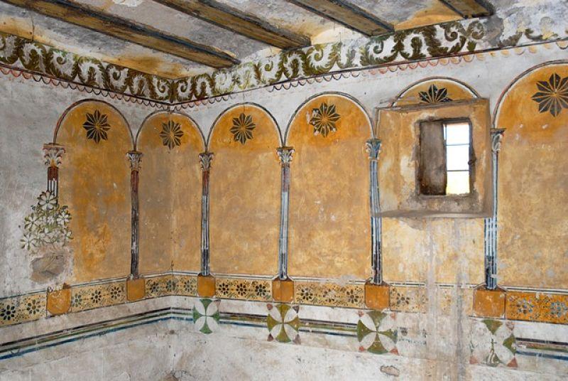 Interior del esconjuradero de la ermita de la Purísima en Villarroya de los Pinares. Foto: Diego Mallén Alcón