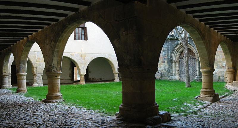 Claustro del santuario de la Virgen de la Fuente en Peñarroya de Tastavins