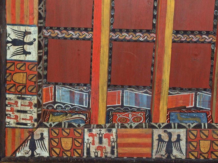 Heráldica real y nobiliaria pintada en la techumbre del palacio. Foto: Fundación Ibercaja