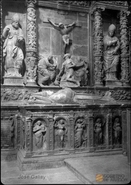 Sepulcro de Hernando de Aragón en la Seo de Zaragoza: Foto: José Galiay. Archivo Histórico Provincial de Zaragoza