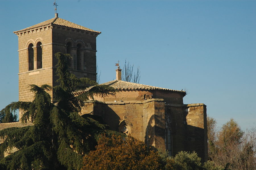 La iglesia de San Miguel, que alberga la techumbre más antigua del mudéjar oscense