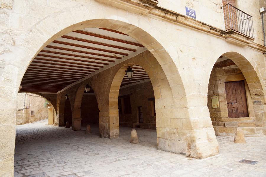 Acceso a la cárcel en la lonja del ayuntamiento de Mazaleón. Foto: Comarca del Matarraña