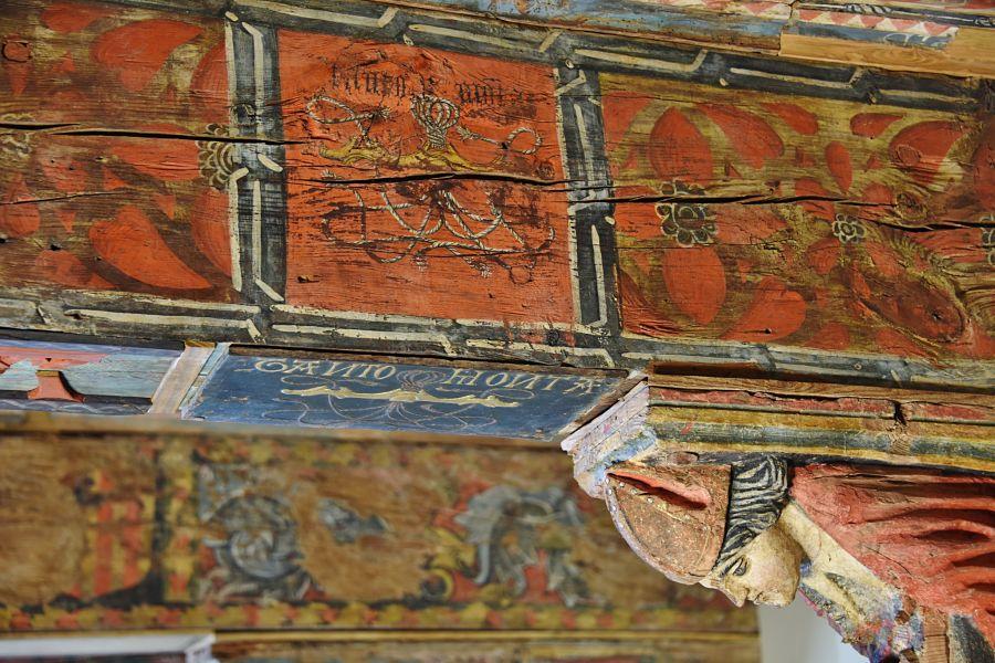 Obispo representado en la techumbre del salón del Tanto Monta. Foto: Museo Diocesano de Huesca
