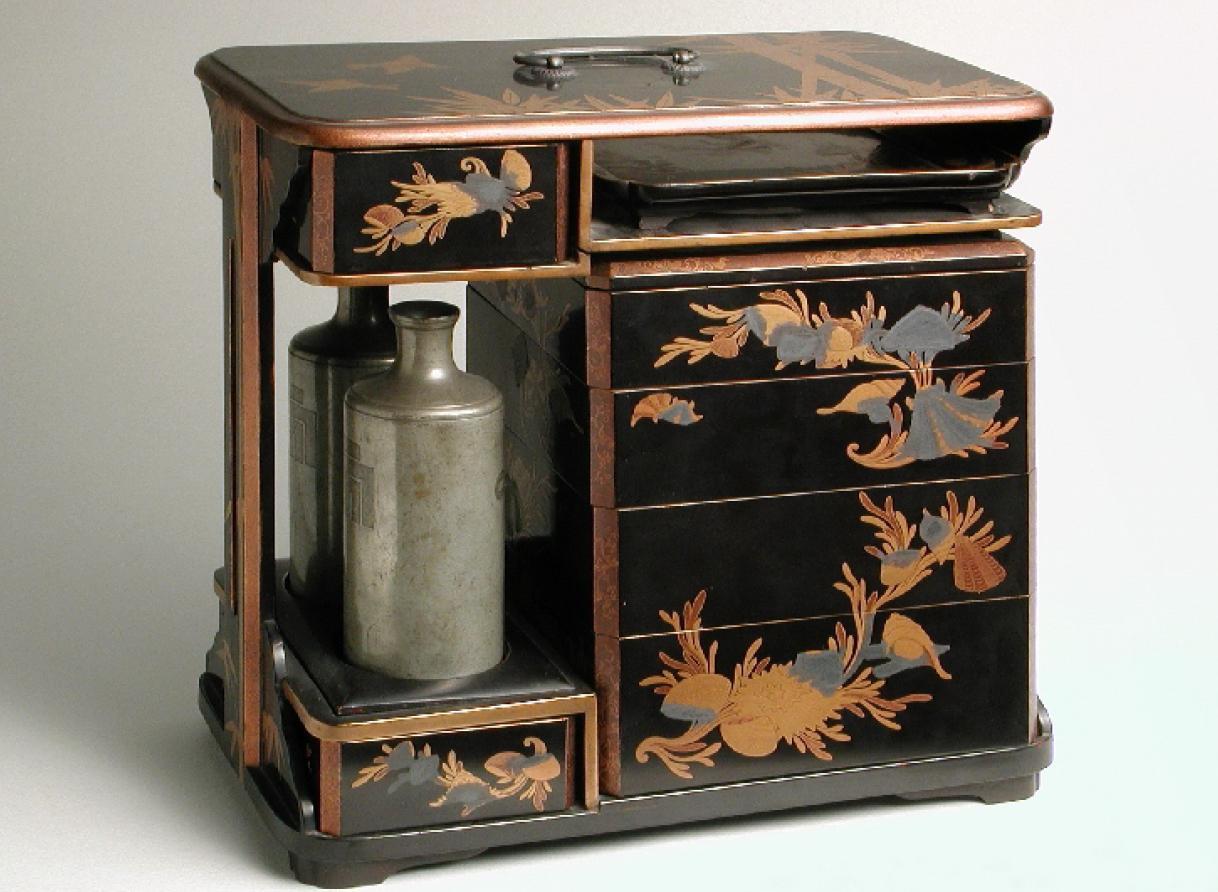 No-bentô: caja japonesa para transportar comida y bebidas en almuerzos campestres. Siglo XIX. Museo de Zaragoza. Foto: J. Garrido