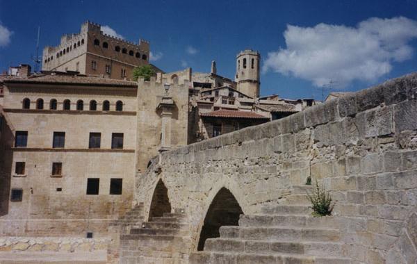 Puente y castillo de Valderrobres, villa arzobispal