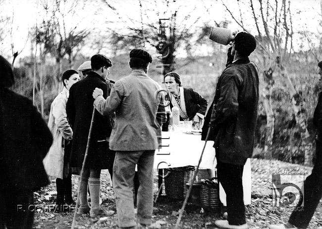 Un puesto de bebidas. Ricardo Compairé Escartín. Fototeca de la Diputación de Huesca