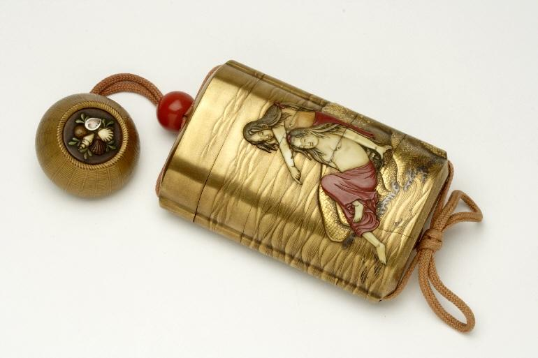 Inrô: estuche lacado decorado con incrustaciones. Siglo XIX. Museo de Zaragoza. Foto: J. Garrido