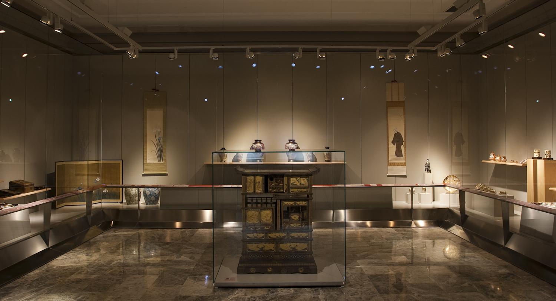El arte japonés del período Meiji. Vista general de la sala