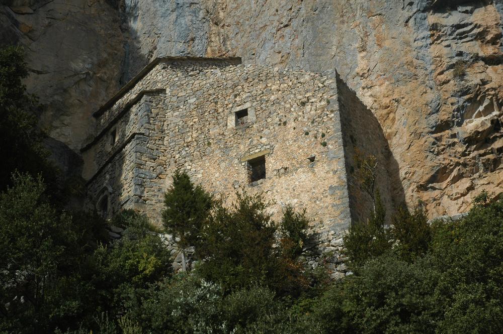 Ermita rupestre de la Espelunca (siglo XVII), construida en la cueva donde San Victorián vivió como ermitaño, en las faldas de sierra Ferrera. Foto: Francisco Bolea