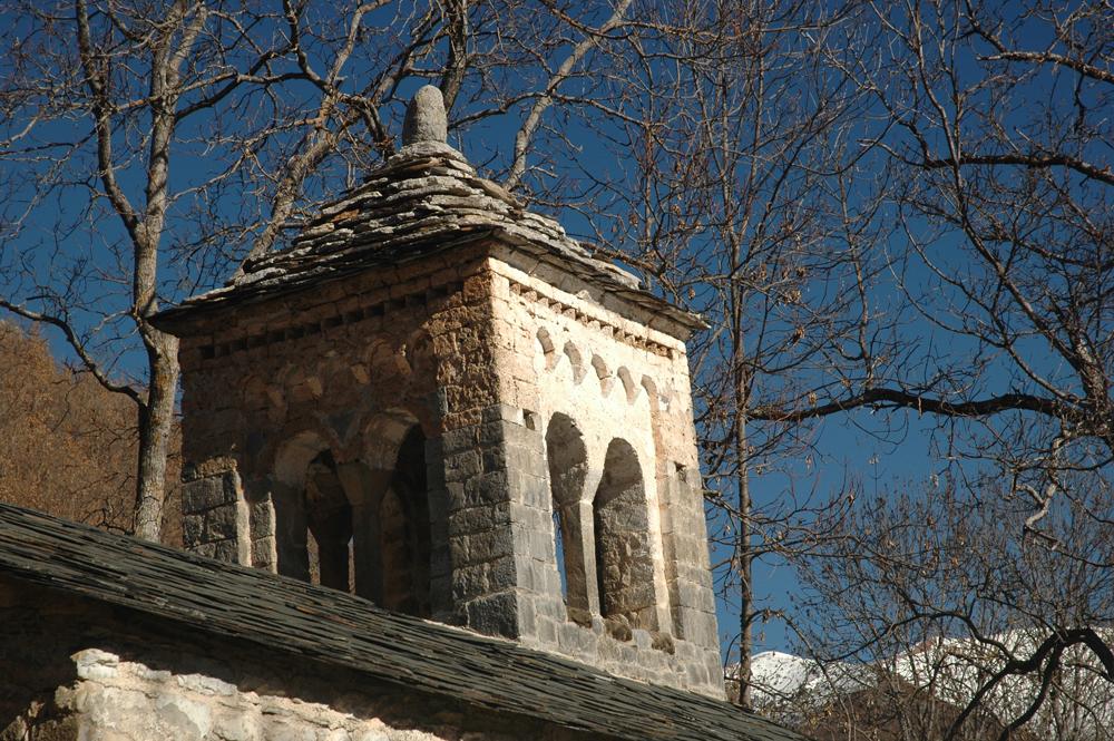 Torre de la ermita de Nuestra Señora de Gracia en El Run (siglo XII). Foto: Francisco Bolea